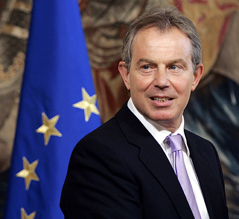 Polls place pressure on Blair to stay out of Europe